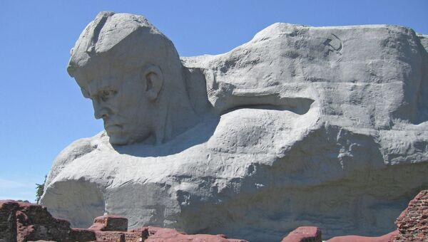 Монумент Мужество мемориального комплекса Брестская крепость-герой. Архивное фото