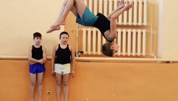 Тренировка по гимнастике. Архивное фото
