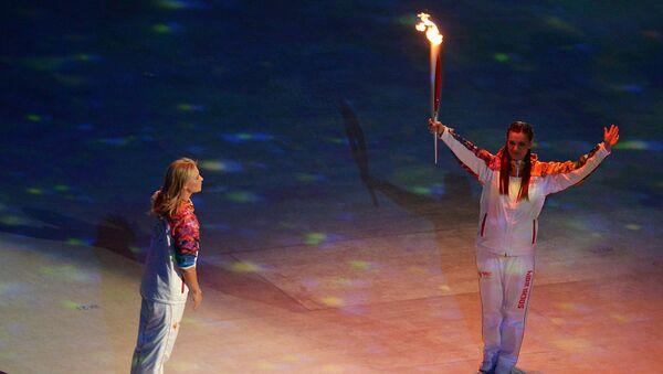 Мария Шарапова (слева) и двукратная олимпийская чемпионка в прыжках с шестом Елена Исинбаева