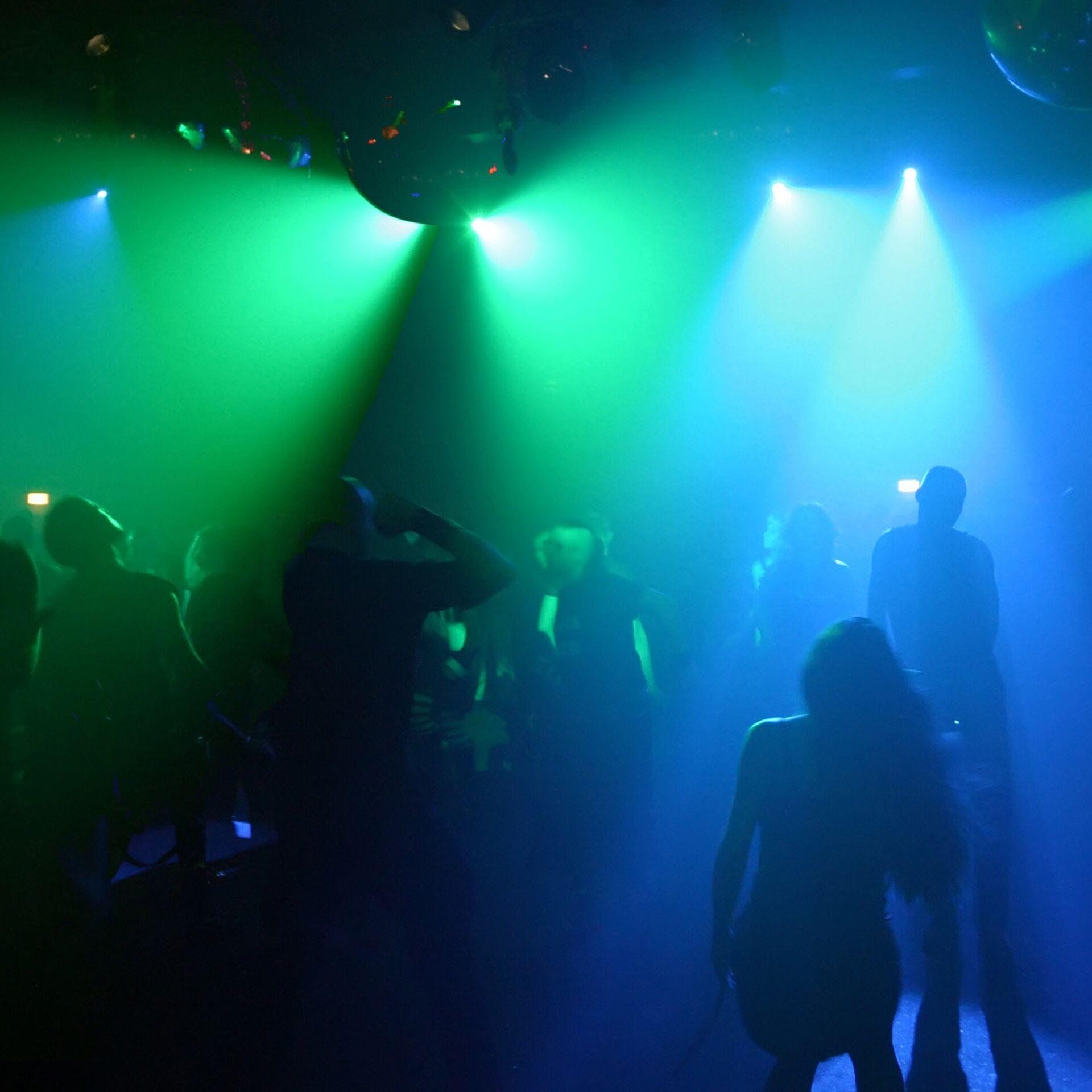 Поведение женщин в ночном клубе чебоксары ночной клуб зажигалка