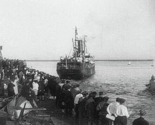Пароход Челюскин в Архангельске