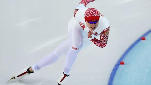 Ольга Фаткулина (Россия) на дистанции во втором забеге на 500 метров в соревнованиях по конькобежному спорту