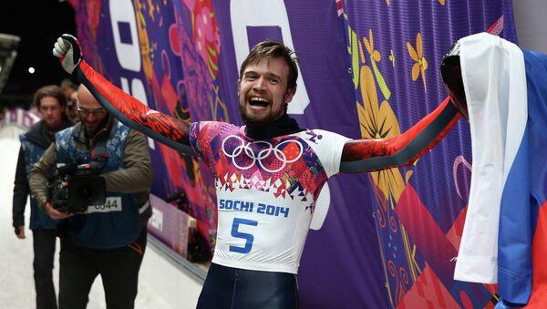 Александр Третьяков (Россия) на финише в финальном заезде на соревнованиях по скелетону среди мужчин