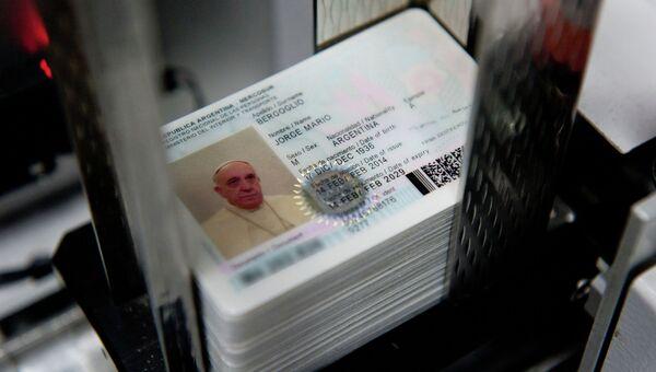 Новое удостоверение личности Папы Римского Франциска, оформленное аргентинским МВД