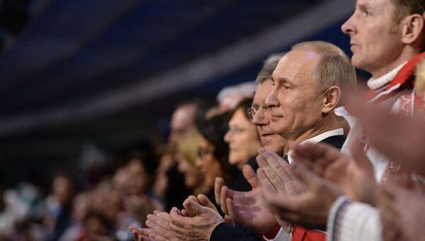 Владимир Путин, Томас Бах, Александр Зубков на церемонии закрытия XXII зимних Олимпийских игр в Сочи