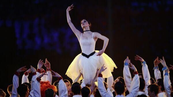 Солисты Государственного академического Большого театра и Мариинского театра во время театрализованного представления на церемонии закрытия XXII зимних Олимпийских игр в Сочи.