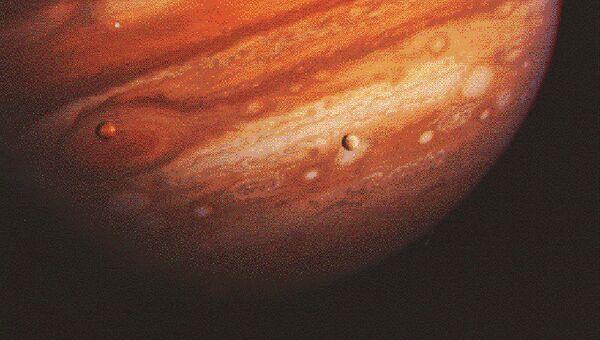 Снимок планеты Юпитер, полученный при помощи американского космического аппарата для исследований дальних планет Солнечной системы Вояджер-1 (Voyager 1)
