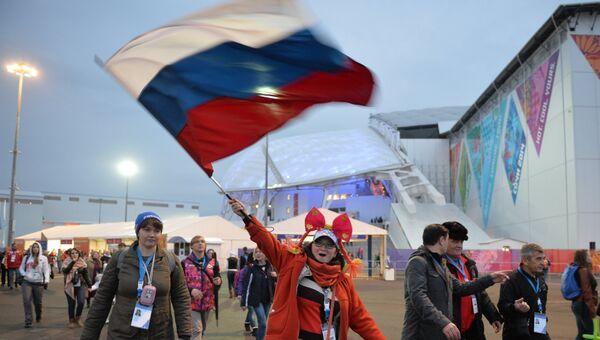 Зрители прибывают на церемонию открытия XI зимних Паралимпийских игр. Архивное фото