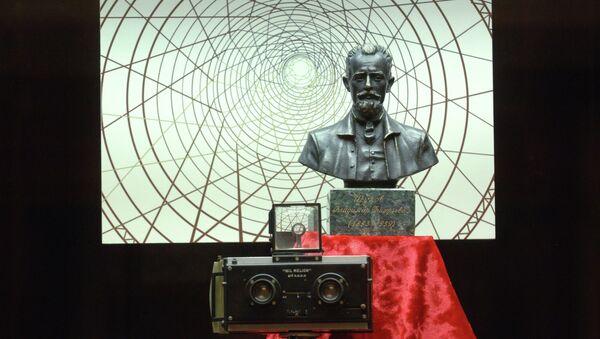 Бюст и личный стереоскопический фотоаппарат Полископ Владимира Шухова