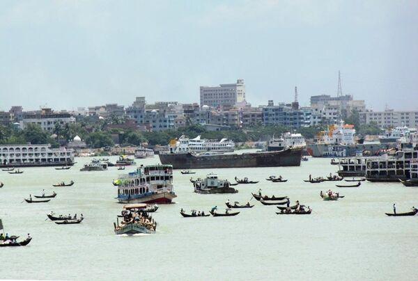 Лодки и рикши города Дакка