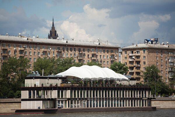 Самые яркие дебаркадеры Москвы-реки