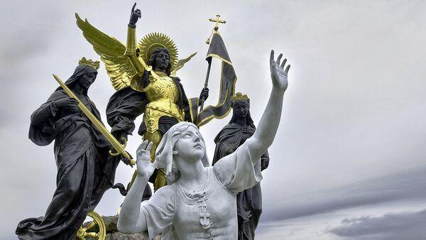 Памятник Жанне д'Арк в деревне Домреми