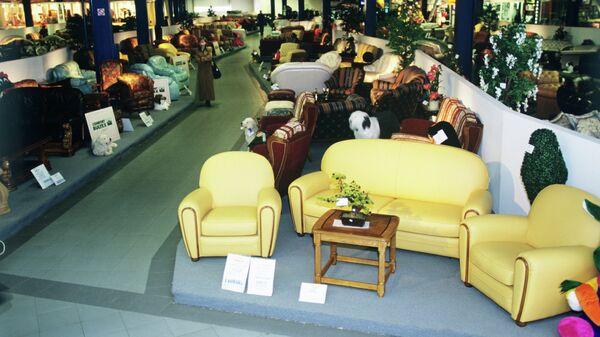 В торговом зале мебельного магазина Гранд