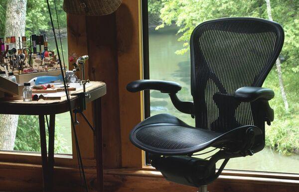 8 способов эффектно вписать кресло в интерьер дома