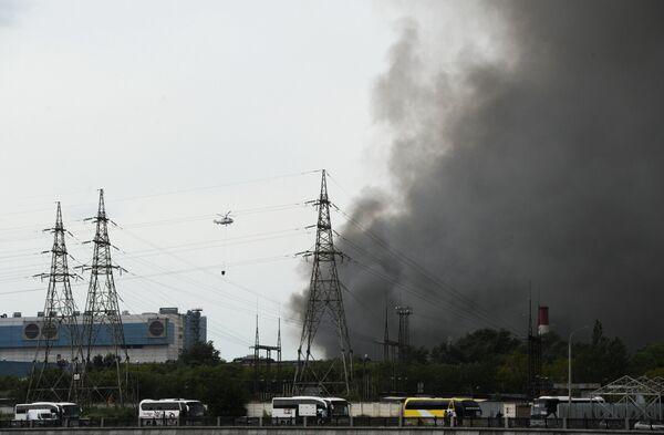 Пожар на складе с шинами на территории бывшего завода имени Лихачёва в Москве