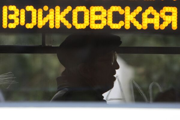Пассажир в салоне трамвая у станции метро Войковская