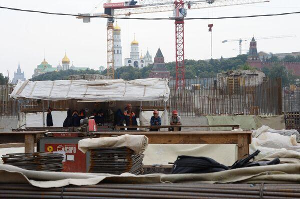 Строительная площадка на территории строящегося парка Зарядье