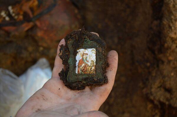 Фрагмент надгробия представителя фамилии Римских-Корсаковых