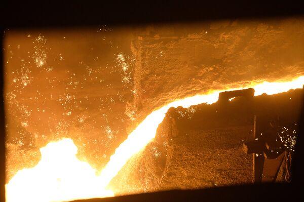 Плавка в доменной печи на Магнитогорском металлургическом комбинате