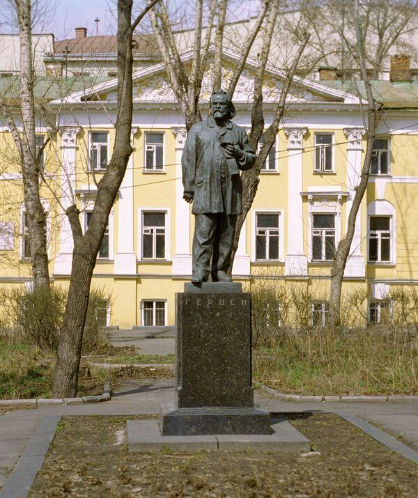 Памятник Александру Герцену