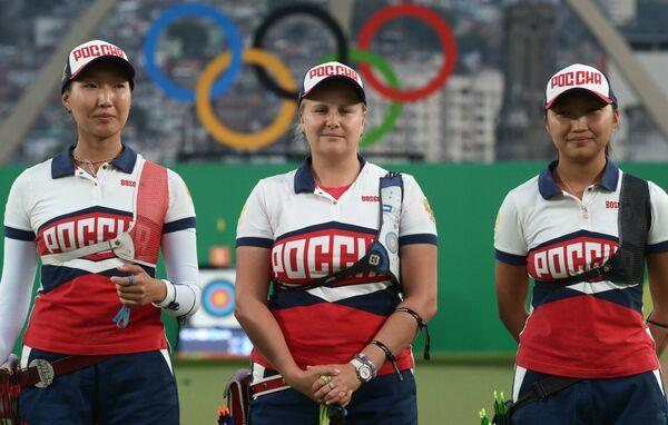 Спортсменки сборной России Инна Степанова, Ксения Перова, Туяна Дашидоржиева (слева направо)