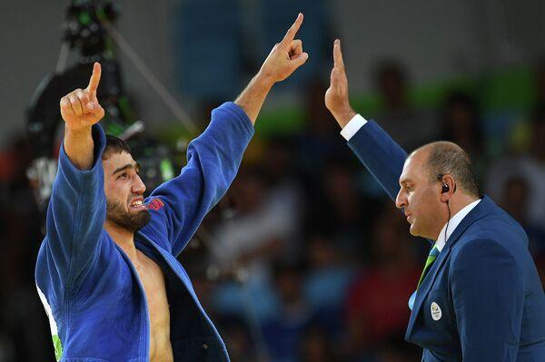 Хасан Халмурзаев радуется победе