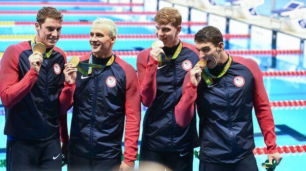 Спортсмены сборной США по плаванию Конор Дуайер, Райан Лохте,Тоунли Хаас и Майкл Фелпс (слева направо)