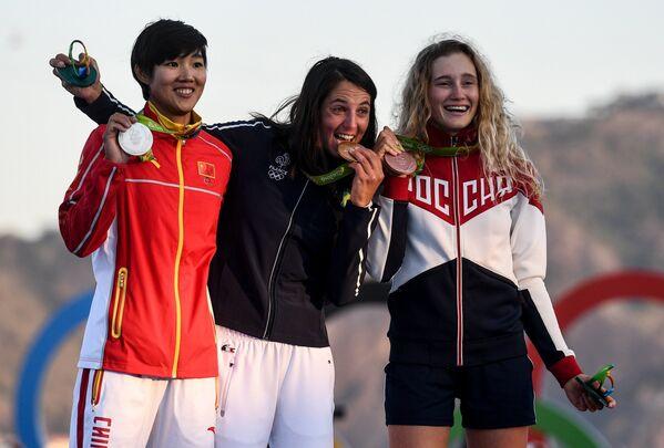 Чэнь Пейна (КНР), Шарлин Пикон (Франция) и Стефания Елфутина (Россия) (слева направо)