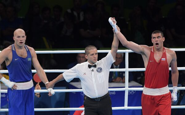 Слева направо: Василий Левит (Казахстан) и Евгений Тищенко (Россия)