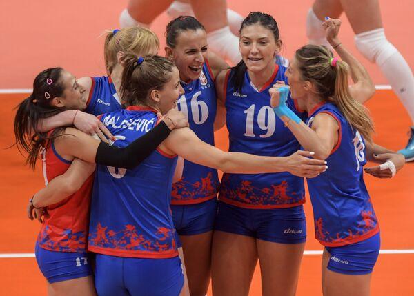 Волейболистки сборной Сербии Майя Огненович, Тияна Бошкович, Милена Рашич, Сильвия Попович, Бранкица Михайлович и Тияна Малесевич (справа налево)