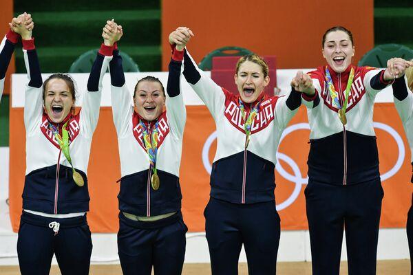 Гандболистки сборной России Анна Вяхирева, Марина Судакова, Владлена Бобровникова и Виктория Жилинскайте (слева направо)