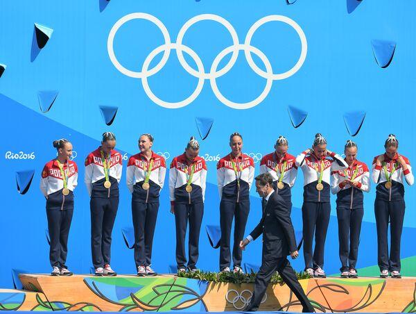 На первом плане: президент Олимпийского комитета России Александр Жуков. Спортсменки сборной России