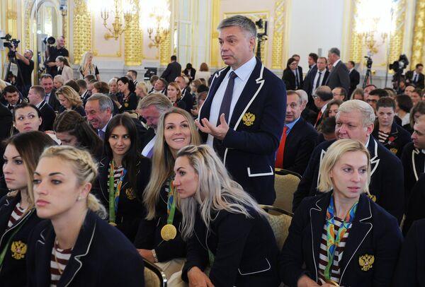Сергей Шишкарев (в центре)