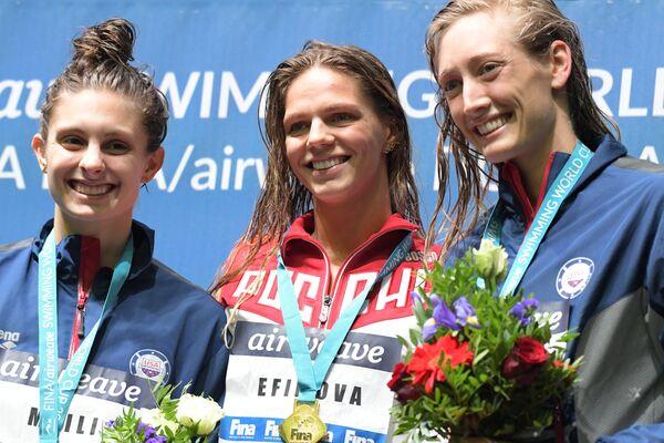 Кэти Мэйли (США), Юлия Ефимова (Россия) и Бриджа Ларссон (США) (слева направо)