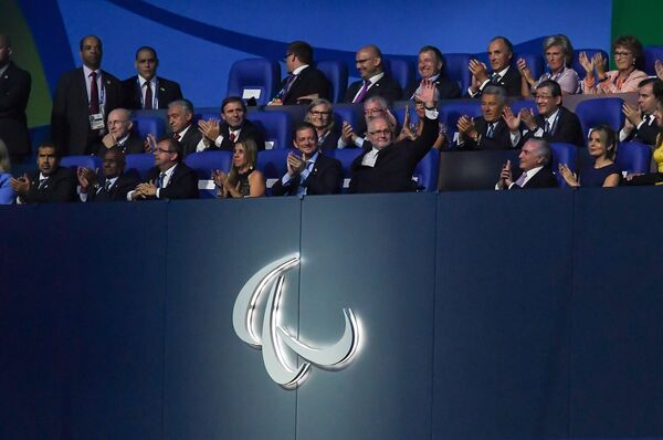 Президент Международного паралимпийского комитета (МПК) Филипп Крейвен (в центре)