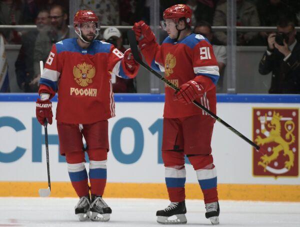 Нападающие сборной России Никита Кучеров (слева) и Владимир Тарасенко