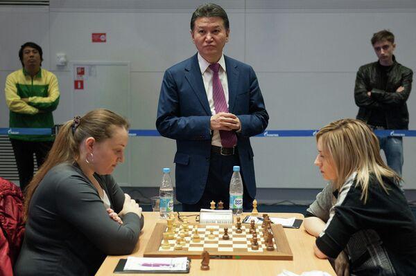 Президент Международной шахматной федерации (ФИДЕ) Кирсан Илюмжинов (в центре)