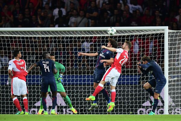 Игровой момент матча первого тура группового этапа Лиги чемпионов Пари Сен-Жермен - Арсенал