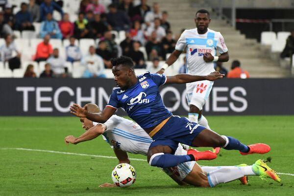 Игровой момент матча Марсель - Лион