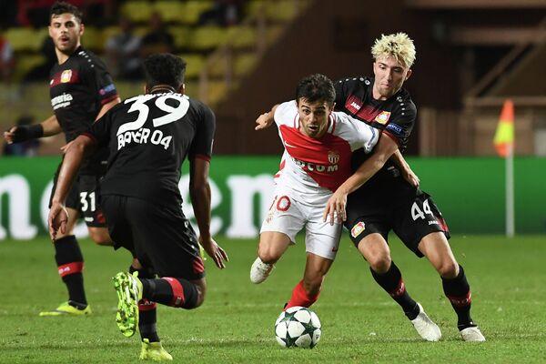 Игровой момент матча Монако - Байер