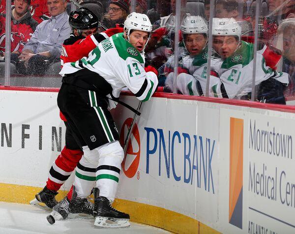 Нападающий клуба Национальной хоккейной лиги (НХЛ) Даллас Старз Маттиас Янмарк