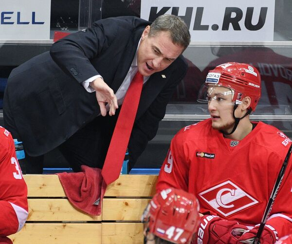 Главный тренер Спатака Герман Титов (слева) и нападающий Спартака Никита Ли