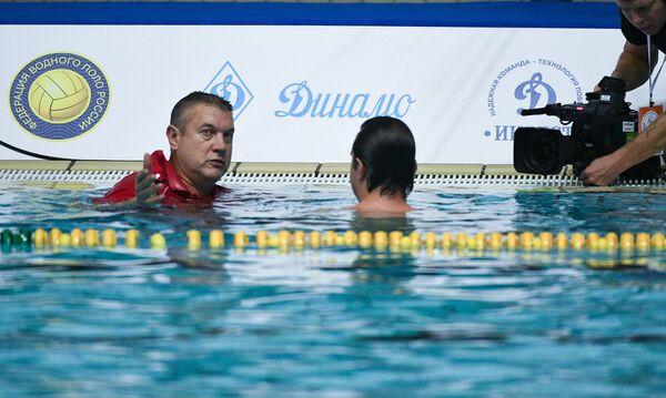 Владимир Карабутов (слева)