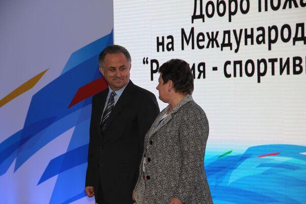 Виталий Мутко и губернатор Владимирской области Светлана Орлова открывают выставку Современный спорт. Инновации и перспективы
