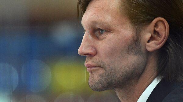 Тренер ХК Спартак Даниил Марков