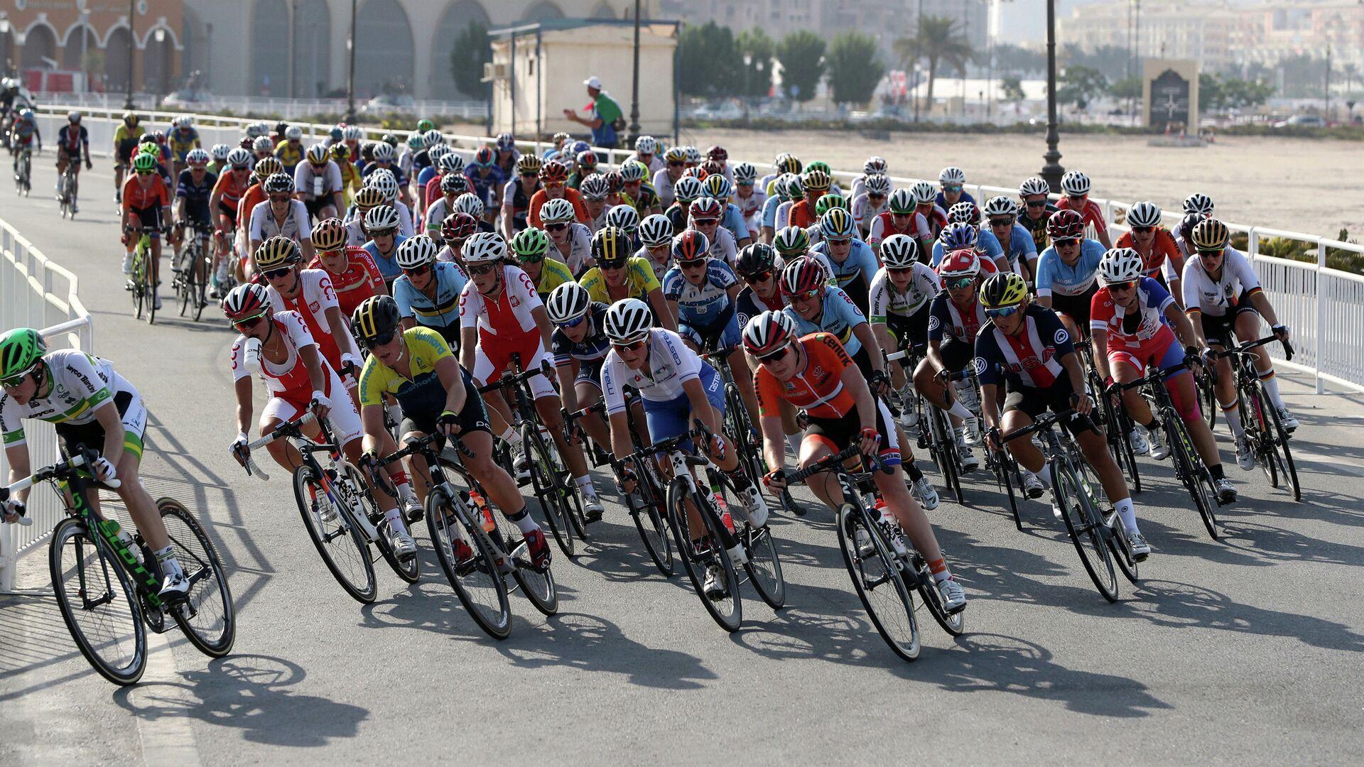 Спортсмены во время чемпионата мира по велоспорту на шоссе в Дохе - РИА Новости, 1920, 22.10.2020