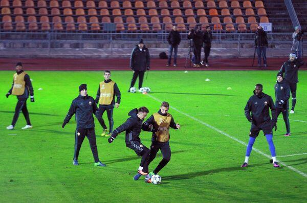 Футболисты ЦСКА во время тренировки