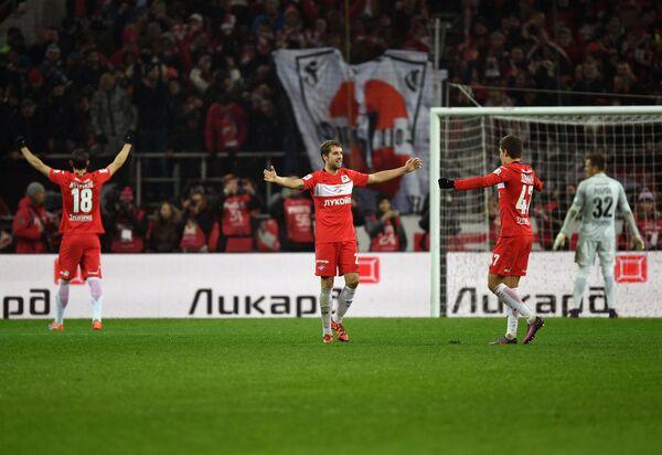 Футболисты Спартака радуются победе