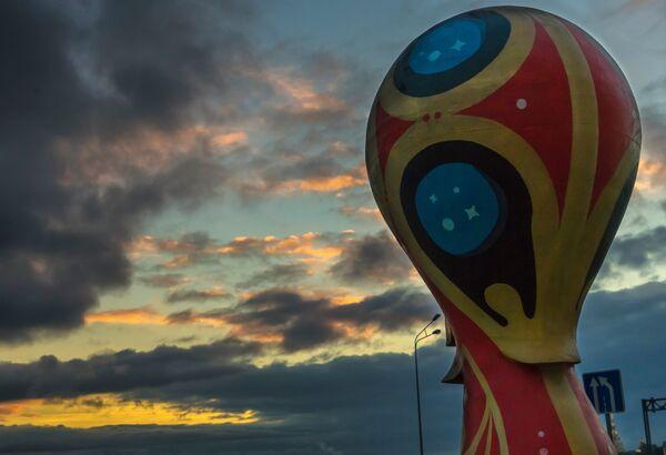 Официальная эмблема чемпионата мира по футболу 2018 года в России