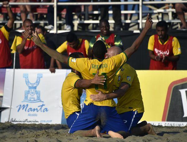 Игроки сборной Бразилии по пляжному футболу